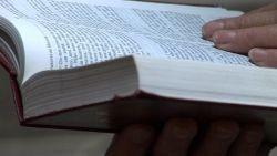 Der læses i bibel