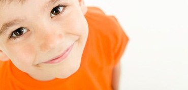 Dreng smiler