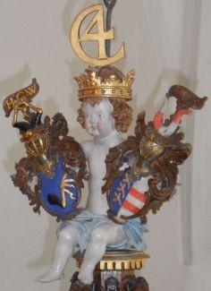Kronet engel med Chr. IV monogram