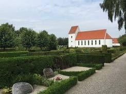 Kirkegården med Ansgarkirken i baggrunden
