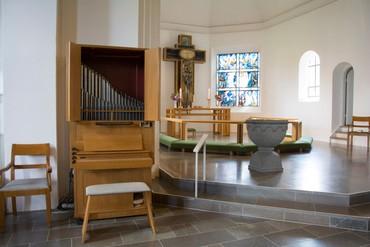 Kirkeorglet blev udvidet med et kororgel i 1986